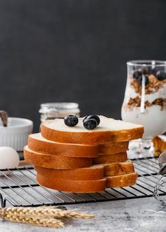 Composizione di gustose prelibatezze per la colazione