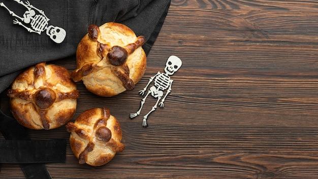 Composizione del pane tradizionale dei morti con copia spazio