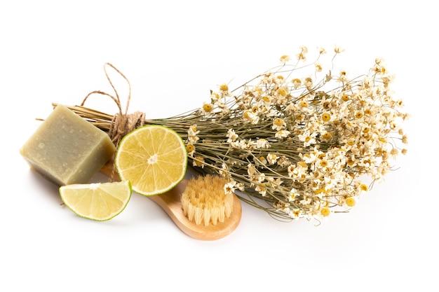 カモミールの花と自家製化粧品、エッセンシャルオイルを使用した組成物