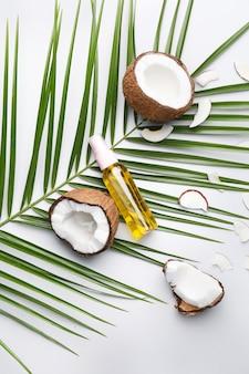 ココナッツと油を光に当てた組成物