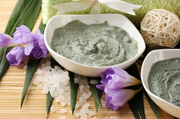 Composition with cosmetic clay for spa treatments, on bamboo