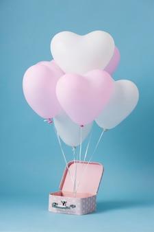 Composizione con simpatici palloncini a cuore in scatola