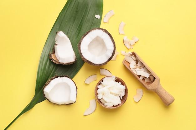 색상에 다른 코코넛 제품 구성