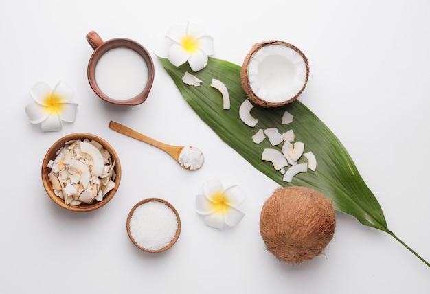 光の中で異なるココナッツ製品との組成