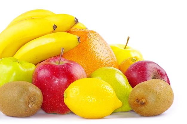 Композиция с фруктами, изолированные на белом фоне