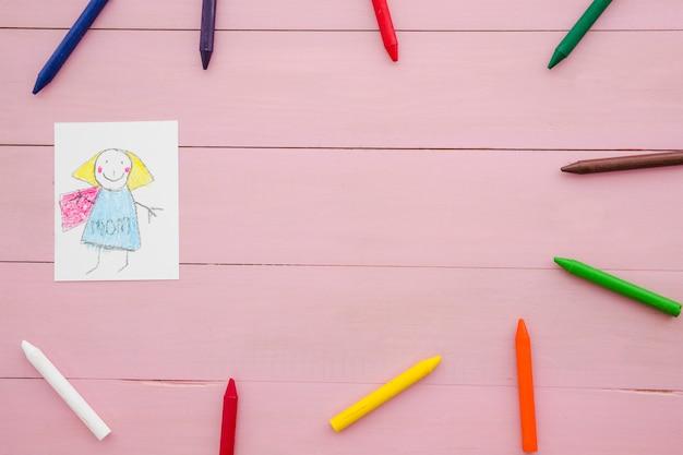 Composizione con disegno di bambini e copyspace per la festa della mamma