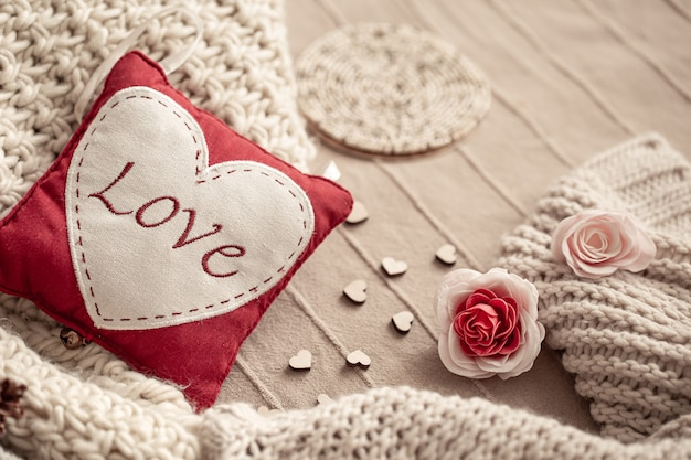 装飾の細部に愛の碑文との構成。バレンタインデーの休日のコンセプト。
