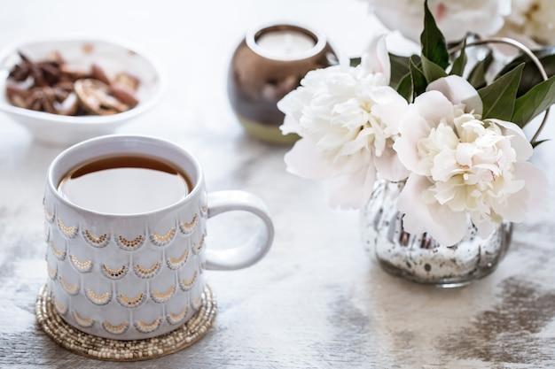 花瓶とお茶のカップの組成