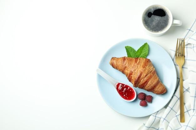白い背景、テキストのためのスペースに野菜や果物との構成