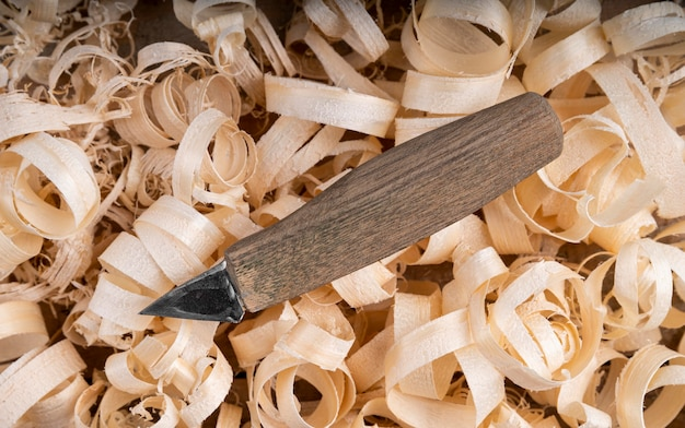 Composition with wood scraps and tool