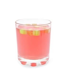 흰 배경에 고립 된 유리잔에 대황에서 설탕에 절인 과일