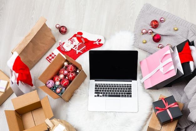 컴퓨터와 크리스마스 선물, 상자