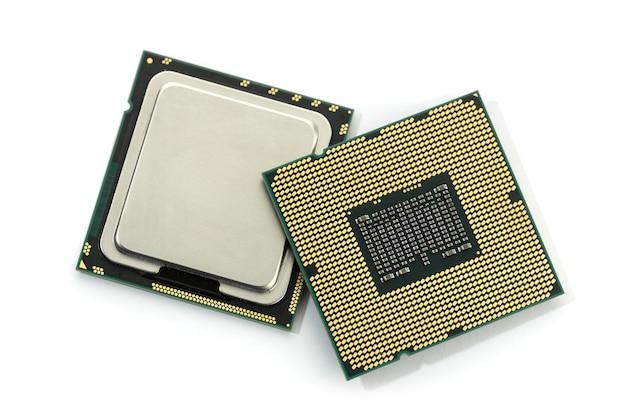 白い背景で隔離のコンピュータのcpuチップ。中央処理装置