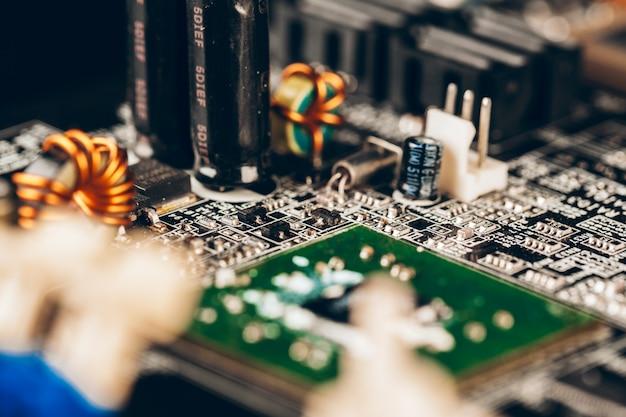 Компьютерная электронная плата с процессором крупным планом