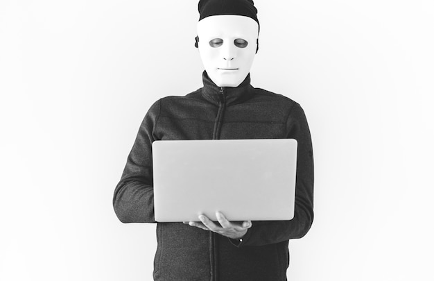Компьютерный хакер и киберпреступность