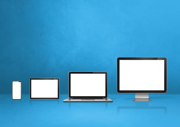 Компьютер, ноутбук, мобильный телефон и цифровой планшетный пк - синий фон офисного стола. 3d иллюстрации
