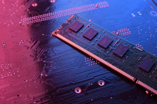 Оперативная память компьютера на системной плате