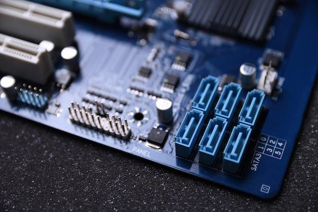Материнская плата компьютера и электронные компоненты