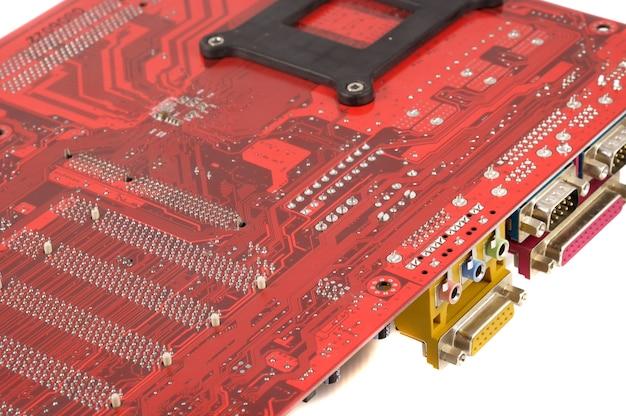 白い背景の上のコンピュータのマザーボード
