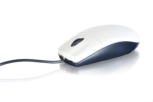 흰색 배경에 고립 된 컴퓨터 마우스
