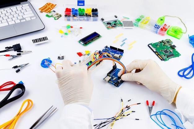 Компьютерное программирование микроэлектроники