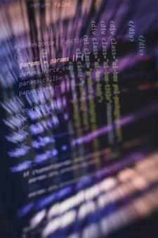 Компьютерное программирование, часто сокращаемое до программирования, - это процесс оригинальной формулировки вычислительной задачи для исполняемых компьютерных программ, таких как анализ, разработка, алгоритмы и проверка.