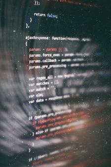 多くの場合、プログラミングと短縮されるコンピュータープログラミングは、分析、開発、アルゴリズム、検証などの実行可能なコンピュータープログラムに対するコンピューティング問題の独自の定式化のためのプロセスです。