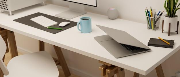 Компьютерный стол с ноутбуком и канцелярскими принадлежностями в офисной комнате 3d-рендеринга