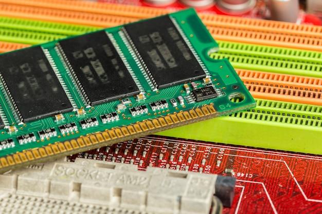 Computerchip, технологии и электронная промышленность