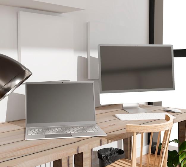 사무실 테이블에있는 컴퓨터