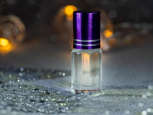 ムスクとミニボトルの濃縮香水