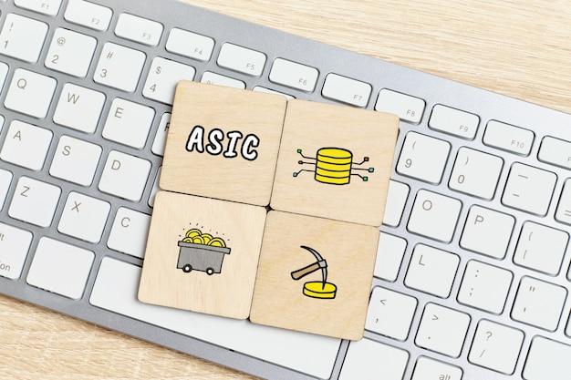 概念asicまたは抽象的なアイコンを持つ特定用途向け集積回路。