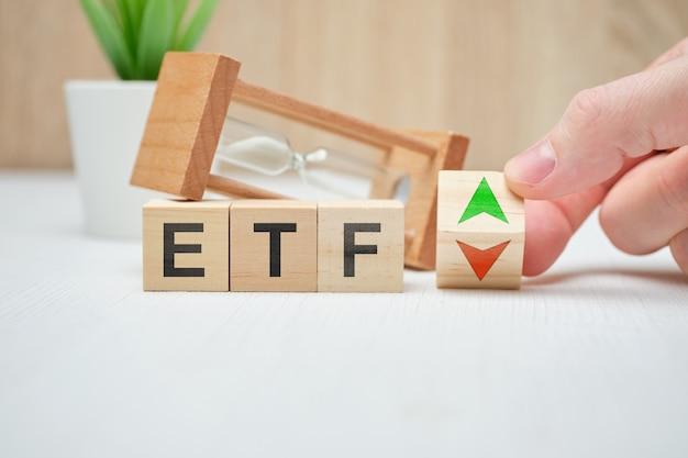 Концепция бизнес etf концепция на деревянных кубиков.