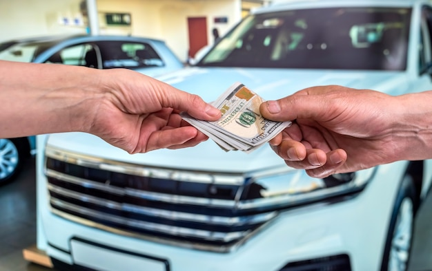 새 차를 구입하거나 임대하는 개념. 금융 개념