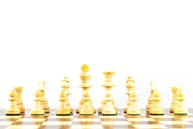 Концепция соревнования с элегантными шахматными фигурами в стиле стаутон