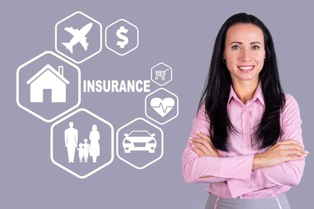 보험, 집, 가족, 자동차, 건강, 여행, 돈, 매력적인 비즈니스 여성과의 쇼핑에 대한 개념. 고품질 사진