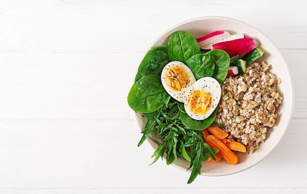 개념 건강 식품 및 스포츠 라이프 스타일. 채식 점심. 건강한 아침 식사. 적절한 영양 섭취. . 평평하다.