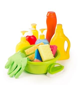 コンセプト-ハウスクリーニング。洗剤、磨き粉、洗顔パッド、家の掃除用手袋
