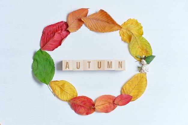 秋の碑文と乾燥葉の輪のコンセプト