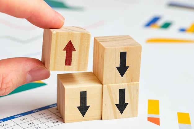 Концепция альтернативного движения и решения проблем и мнения в бизнесе с графами.