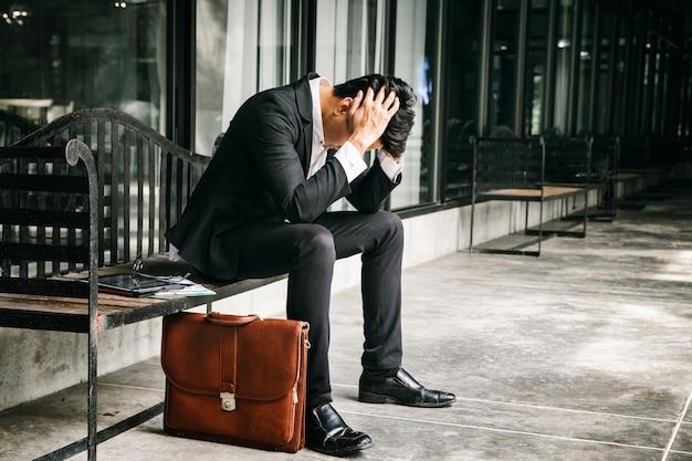ビジネス失敗と失業問題の概念