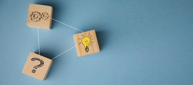 사업 전략 및 행동 계획의 개념 나무 큐브 블록 아이콘 스태킹