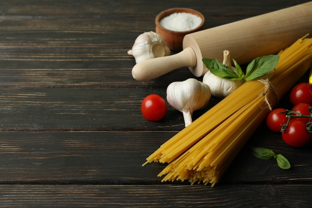 木製でおいしいパスタを調理するコンセプト