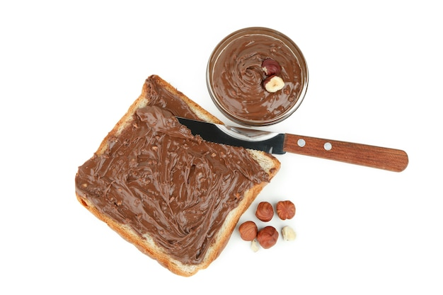 Концепция вкусной еды с шоколадной пастой, изолированные на белом фоне
