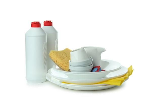 Концепция аксессуаров для мытья посуды, изолированные на белом фоне