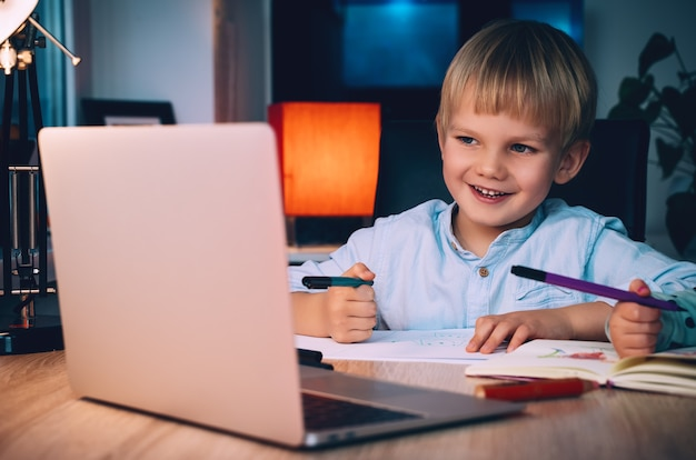 Концепция дистанционного онлайн-образования или интернет-развлечений для детей