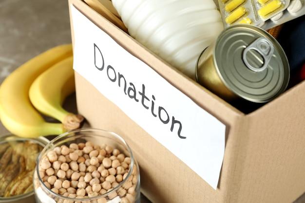 Концепция пожертвовать с ящиком для пожертвований, крупным планом