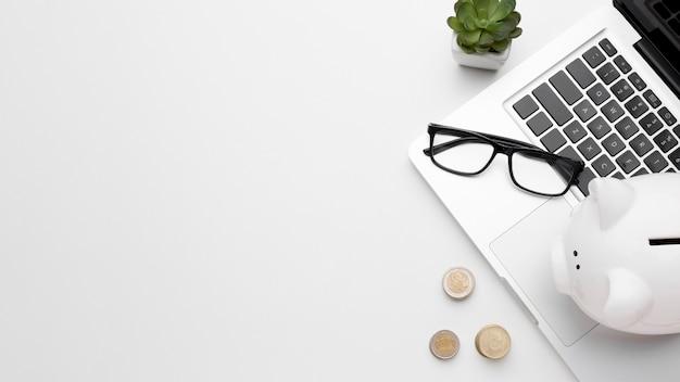 貯金箱コピースペース技術と経済の概念