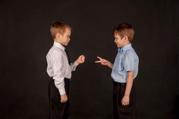 교육, 육성, 남성 우정 및 형제애의 개념