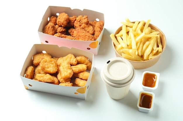 Концепция быстрого питания на белом фоне